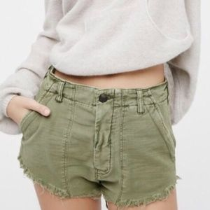 Free People Green Raw Edge Button Fly Shorts sz 0